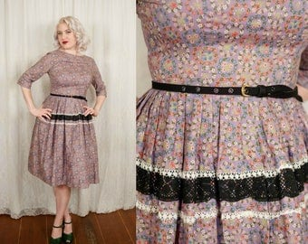 1950s Country Wreath Floral Novelty Print Cotton Dress - Medium