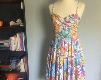 Beautiful bold pattern summer dress flowers fruit colour pineapples! Sweethear neckline spaghetti straps pleats