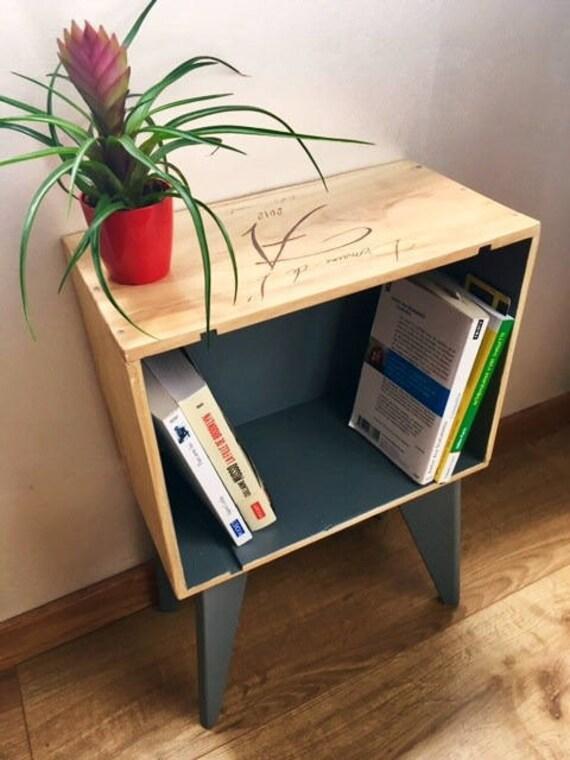 table de chevet en caisse de vin pieds compas fait main. Black Bedroom Furniture Sets. Home Design Ideas