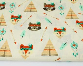 Tissu motif indien, renard, raton, tipi, attrape-rêves sur fond beige , 100% coton imprimé 50 x 160 cm