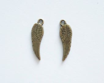 15 Double Sided Wing Charms. Bronze Tone.