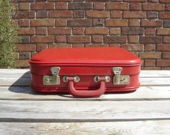 Petite valise en carton. Little nice suitcase. France