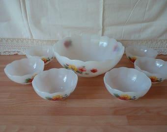 Bowl and its Arcopal ramekins