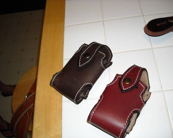 leather cell phone holder will fit i phones sizes