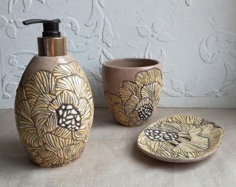 """Set in the bathroom """"rose"""".Ceramics And Pottery. pottery in the interior."""