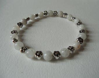 Moonstone bracelet 6 mm and Tibetan silver flowers.