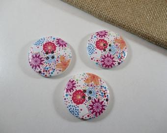 3 round buttons, floral, fancy, 4 cm diameter.