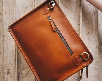 Leather iPad bag, Macbook case, A4 leather Folio bag with wrist and shoulder strap - Niche Lane iPouch Pro Tan