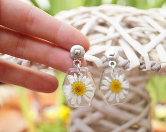 Pending daisies - flower jewelry - resin jewelry