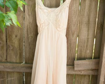 Vintage 1950's Chevette Embroidered Bird Nightgown Lingerie