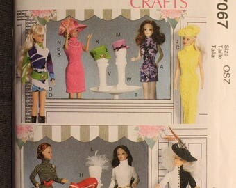 McCalls 7067   11 1/2 in Fashion Doll Clothes and Accessories Including Table and Hat Stands