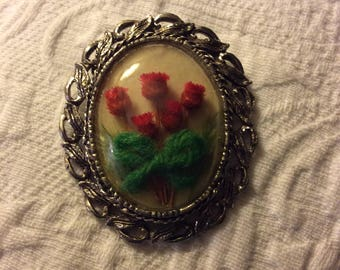 Vintage brooch pin-glass dome-red dried flowers-green yarn bow-cream fabric-metal frame-accessory-antique