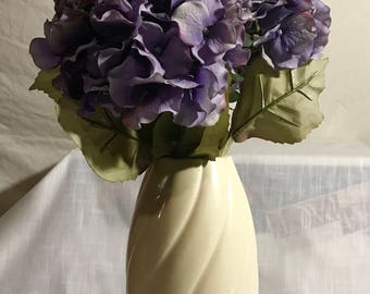 BEAUTIFUL Vintage FLOWER VASE with No. 201 U.S.A. on bottom