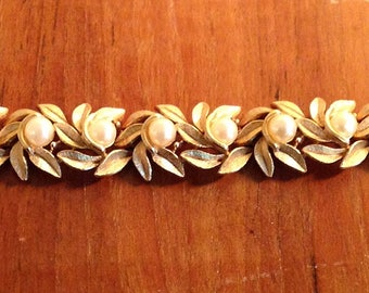 Vintage Gold Toned Bracelet in Leaf Pattern and Pearl Like Beads, Mid Century