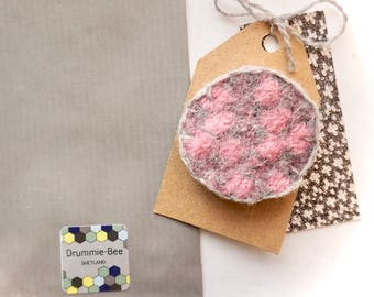 Scottish lambswool knitted felt brooch pink and grey
