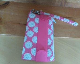 wristlet purse pink daisy