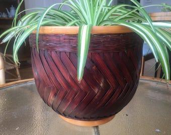 Very cool Large 1970s Wicker/Rattan Basket/Plant Holder Boho Chic Hollywood Regency
