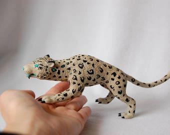 World of Warcraft Har'koa snow leopard sculpture