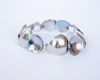 Beautiful bracelet in silver with chrysophrase