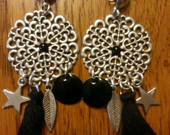 Black round rosette earrings