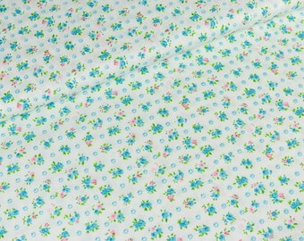 Cotton fabric white with stray flowers (9.50 EUR/Meter)