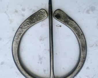 Hand Forged Plan viking a Ring clasp