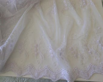 Sheer white embroidered 2.40 m coupon