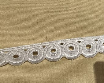 Ribbon embroidery English 1 cm wide white color