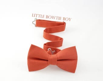 Pumpkin boy bow tie; deep orange boy bow tie, toddler cotton bow tie, dark orange bow tie, Autumn bow tie, Fall bow tie, Thanksgiving bowtie