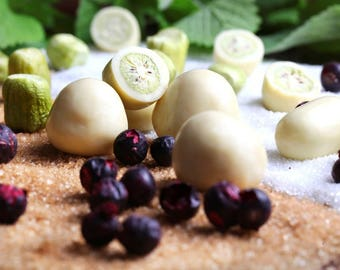 Dragée,ACTINIDIA  BERRIES,80g/2.82oz covered with white chocolate--Anniversary-Birthday-Business gift-Mother day-Christmas-New Year gift