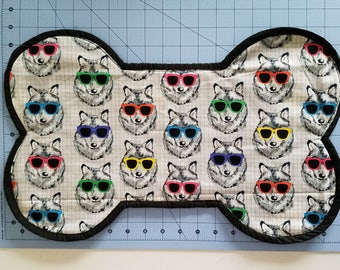 Cotton Quilted Dog Placemat/Terry Cloth/DogsWearing Sunglasses Pattern/Bone Shape Placemat