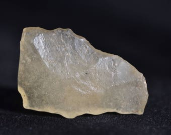Libyan Desert Glass - LDG -  Top GEM quality - translucent - flat shape with many inclusions - light-yellow color - 9.2 g