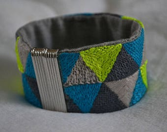 Embroidered cuff bracelet Triangles