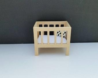Mini Modern Crib Baby Nursery Bed 1:24 1/24 Scale Doll House Furniture