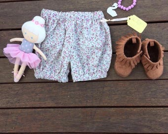 ON SALE - Baby girl bloomer shorts - bloomers (nappy cover) Baby girls Shorts - girls shorts - baby shorts - bubble short - CLEARANCE floral