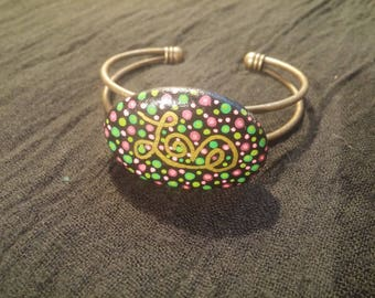 """Bracelet stone painted """"Love"""" green and pink"""