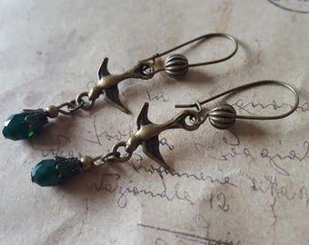 Swallow earrings with green glass drop ~ bronze ~.
