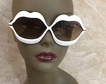 Oversized lipshape Sunnies
