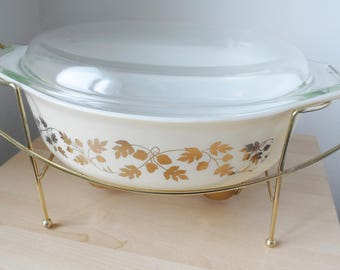 Pyrex Golden Acorn oval casserole 2 1/2 qt 045 with lid and cradle