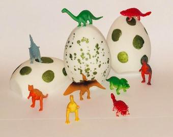 Dinosaur bath bomb/ dinosaur eggs/ bath bombs/ toy bath bombs/ bath bombs with toys/ dinosaur/ kids bath bomb/ kids/ easter/ dino eggs/ toys
