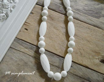 Teething necklace. [Simply White].