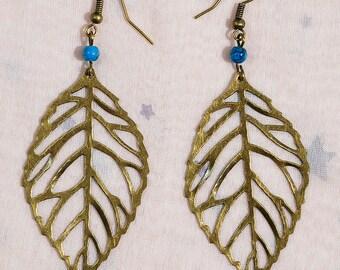 Earrings with bronze metal leaf