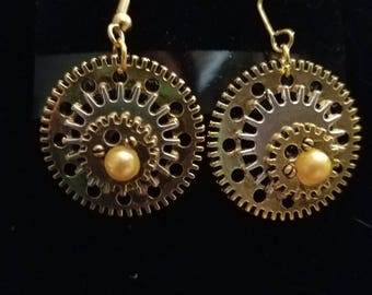 Steampunk gear earing