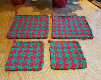 Red and green patterned potholders, quality potholders, Cotton potholders