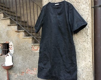 Sheath dress flared in black silk brocade