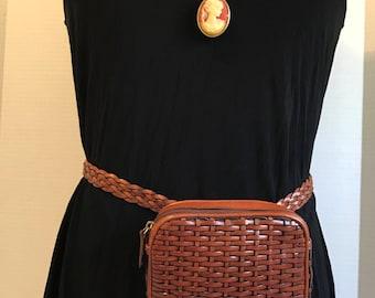 Vintage Woven Leather Brown Fanny Pack // Waist Bag // Belt Bag // 90's
