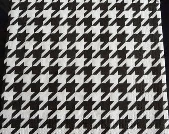 Black and white houndstooth foot paper towel