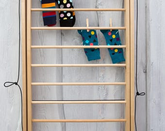 Wall mounted clothes drying rack. Puidust pesukuivatus redel.