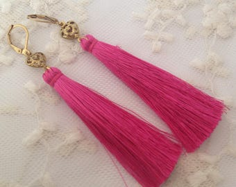 Earrings pink tassels.