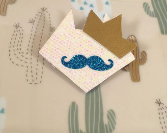 Sequined head cat with moustache and white wreath pin